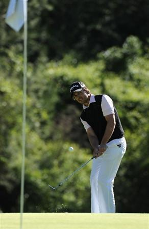 PACIFIC PALISADES, CA - FEBRUARY 20:  Aaron Baddeley of Australia plays his chip shot on the 12th hole during the final round of the Northern Trust Open at Riviera Country Club on February 20, 2011 in Pacific Palisades, California.  (Photo by Stuart Franklin/Getty Images)