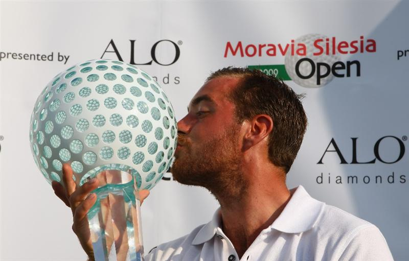 CELADNA, CZECH REPUBLIC - AUGUST 02:  Oskar Henningsson of Sweden kisses the winners trophy during day four of the Moravia Silesia Open Golf on August 2, 2009 in Celadna, Czech Republic.  (Photo by Julian Finney/Getty Images)