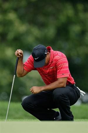 CHASKA, MN - AUGUST 16:  Tiger Woods waits on the ninth green during the final round of the 91st PGA Championship at Hazeltine National Golf Club on August 16, 2009 in Chaska, Minnesota.  (Photo by Jamie Squire/Getty Images)