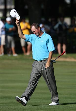 MILWAUKEE - JULY 19: Jerry Kelly waves his hat to the crowd as he walks up the 18th fairway to the green during the final round of the U.S. Bank Championship on July 19, 2009 at the Brown Deer Park golf course in Milwaukee, Wisconsin. (Photo by Jonathan Daniel/Getty Images)