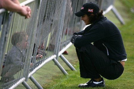 ST ANDREWS, UNITED KINGDOM - JULY 31:  Laura Diaz of the USA speaks with a young child during practice for the 2007 Ricoh Womens British Open held on the Old Course at St Andrews on July 31, 2007 in St Andrews, Scotland.  (Photo by Warren Little/Getty Images)