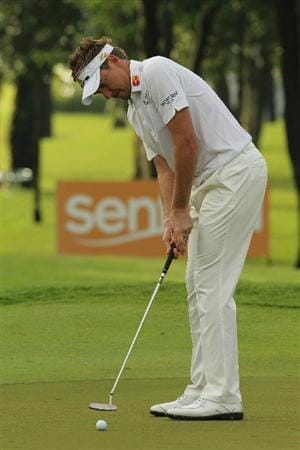 SINGAPORE - NOVEMBER 15: Ian Poulter of England putts on the 10th hole during the Final Round of the Barclays Singapore Open held at the Sentosa Golf Club on November 15, 2010 in Singapore, Singapore.  (Photo by Stanley Chou/Getty Images)