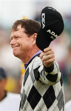 TURNBERRY, SCOTLAND - JULY 16:  Tom Watson of USA waves his cap to the gallery after a five-under par 65 during round one of the 138th Open Championship on the Ailsa Course, Turnberry Golf Club on July 16, 2009 in Turnberry, Scotland.  (Photo by Warren Little/Getty Images)
