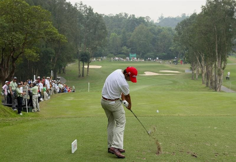 HONG KONG, CHINA - NOVEMBER 22:  Pablo Larrazabal of Spain plays his tee shot on the fifth hole during the third round of the UBS Hong Kong Open at the Hong Kong Golf Club on November 22, 2008 in Fanling, Hong Kong.  (Photo by Stuart Franklin/Getty Images)
