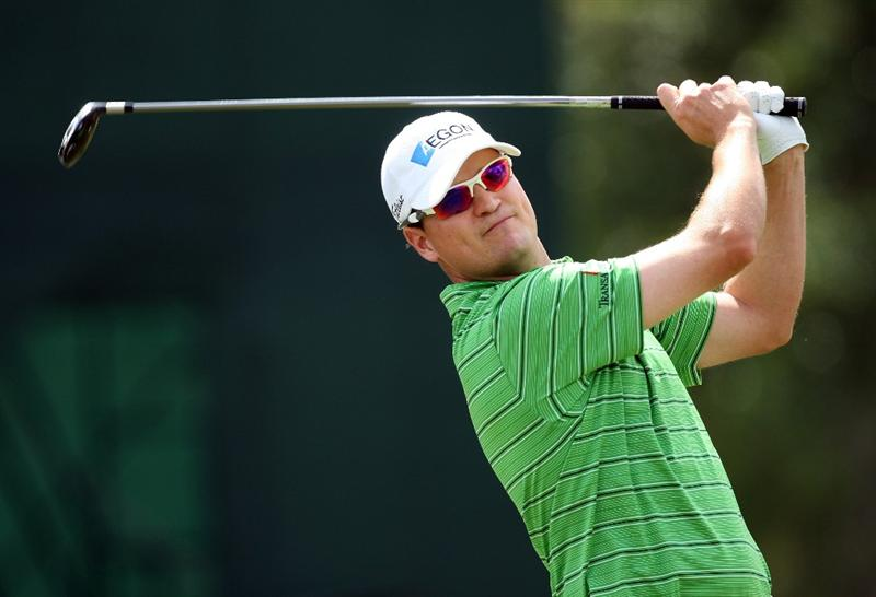 DORAL, FL - MARCH 12:  Zach Johnson of the USA plays his tee shot at the 2nd hole during the first round of the World Golf Championships-CA Championship at the Doral Golf Resort & Spa on March 12, 2009 in Miami, Florida  (Photo by David Cannon/Getty Images)