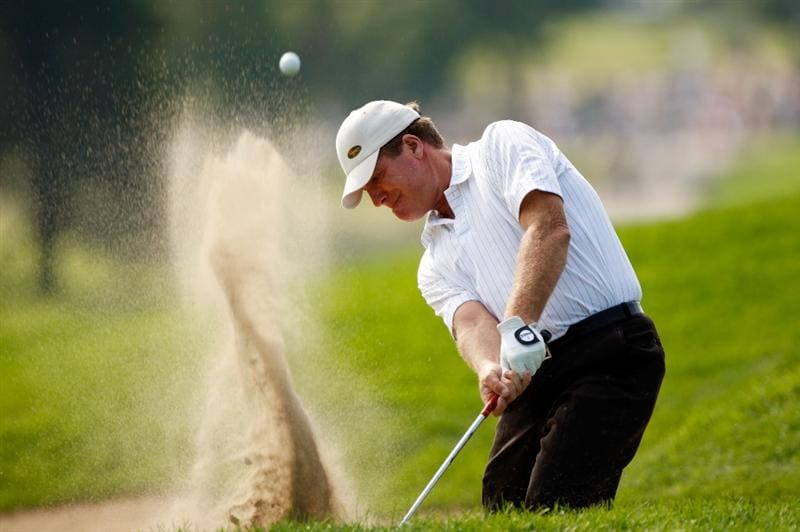 CHASKA, MN - AUGUST 14:  Steve Elkington of Australia plays a bunker shot on the 18th hole during the second round of the 91st PGA Championship at Hazeltine National Golf Club on August 14, 2009 in Chaska, Minnesota.  (Photo by Streeter Lecka/Getty Images)