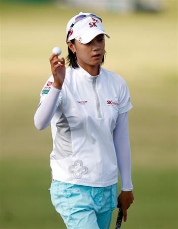 RICHMOND, TX - NOVEMBER 23:  Na Yeon Choi of South Korea waves to the gallery after her 8-under par 64 during the final round of the LPGA Tour Championship presented by Rolex at the Houstonian Golf and Country Club on November 23, 2009 in Richmond, Texas.  (Photo by Scott Halleran/Getty Images)