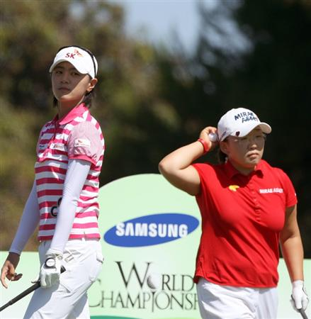 LA JOLLA, CA - SEPTEMBER 20: Na Yeon Choi of South Korea tees off the 5th hole as Jiyai Shin looks on during the final round of the LPGA Samsung World Championship on September 20, 2009 at Torrey Pines Golf Course in La Jolla, California.  (Photo By Donald Miralle/Getty Images)