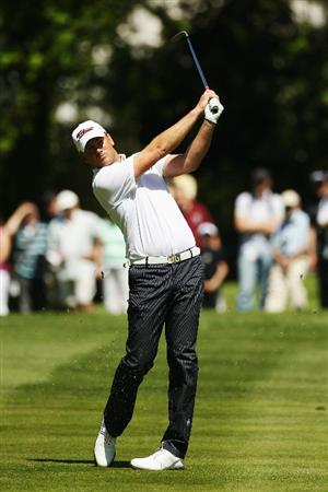 VIRGINIA WATER, ENGLAND - MAY 22:  Robert Karlsson of Sweden plays his third shot on the 18th hole on his way to setting a new course record of 62 during the third round of the BMW PGA Championship on the West Course at Wentworth on May 22, 2010 in Virginia Water, England.  (Photo by Ian Walton/Getty Images)