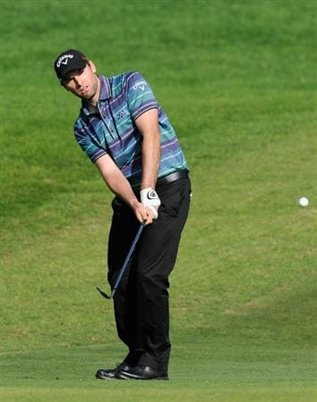 VILLAMOURA, PORTUGAL - OCTOBER 16:  Oliver Wilson of England plays his chip shot on the 18th hole during the third round of the Portugal Masters at the Oceanico Victoria Golf Course on October 16, 2010 in Villamoura, Portugal.  (Photo by Stuart Franklin/Getty Images)