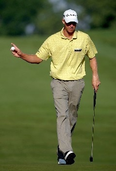 OAKMONT, PA - JUNE 14:  Vaughn Taylor waves after making a putt during the first round of the 107th U.S. Open Championship at Oakmont Country Club on June 14, 2007 in Oakmont, Pennsylvania.  (Photo by Harry How/Getty Images)