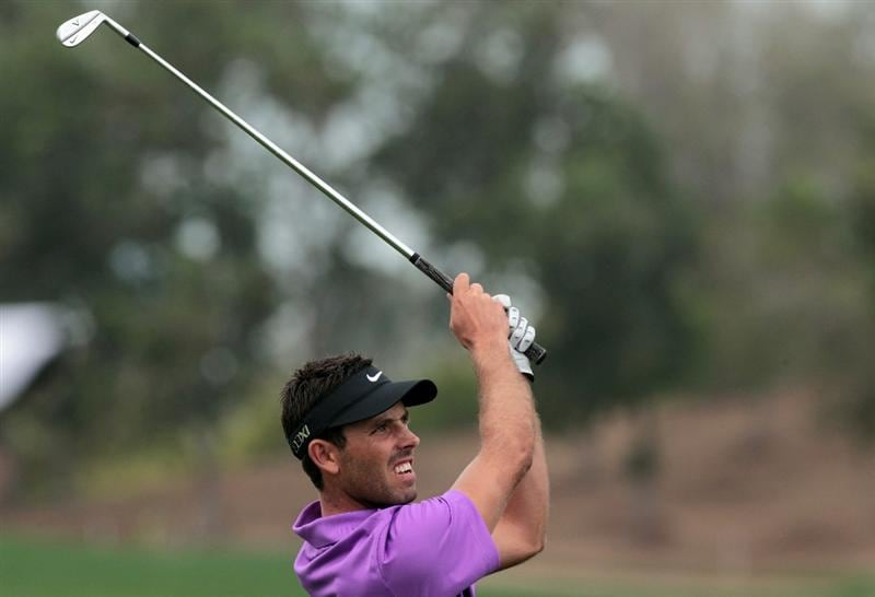ABU DHABI, UNITED ARAB EMIRATES - JANUARY 21: Charl Schwartzel of South Africa plays his second shot on the 9th hole during the second round of the 2011 Abu Dhabi HSBC Golf Championship held at the Abu Dhabi Golf Club on January 21, 2011 in Abu Dhabi, United Arab Emirates.  (Photo by David Cannon/Getty Images)