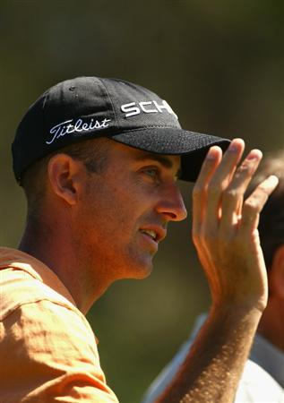 MELBOURNE, AUSTRALIA - NOVEMBER 09:  Geoff Ogilvy of Australia thanks the crowd during a practice round during day four of the Australian Masters at The Victoria Golf Club on November 9, 2010 in Melbourne, Australia.  (Photo by Ryan Pierse/Getty Images)