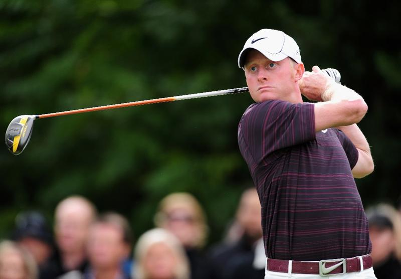 COLOGNE, GERMANY - SEPTEMBER 13:  Simon Dyson of England plays his tee shot on the 10th hole during the final round of The Mercedes-Benz Championship at The Gut Larchenhof Golf Club on September 13, 2009 in Cologne, Germany.  (Photo by Stuart Franklin/Getty Images)