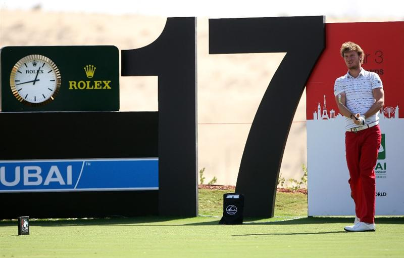 DUBAI, UNITED ARAB EMIRATES - NOVEMBER 19:  Chris Wood of England hits his tee-shot on the 17th hole during the first round of the Dubai World Championship on the Earth Course, Jumeirah Golf Estates on November 19, 2009 in Dubai, United Arab Emirates.  (Photo by Andrew Redington/Getty Images)