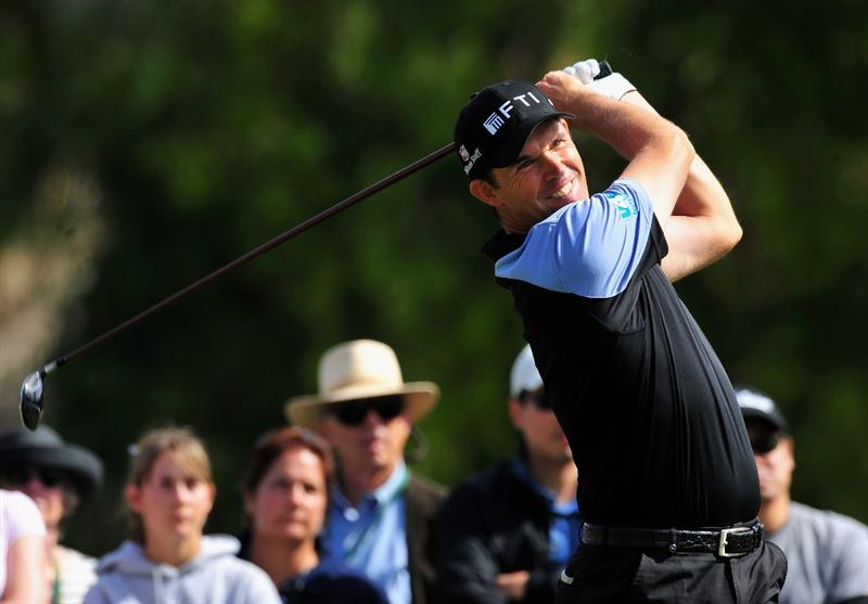 PACIFIC PALISADES, CA - FEBRUARY 20:  Padraig Harrington of Ireland plays his tee shot on the second hole during the second round of the Northern Trust Open at the Riviera Country Club February 20, 2009 in Pacific Palisades, California.  (Photo by Stuart Franklin/Getty Images)