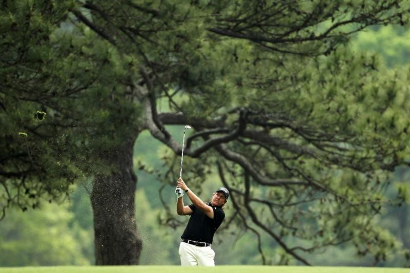 AUGUSTA, GA - APRIL 08:  Phil Mickelson hits a shot on the third hole during the second round of the 2011 Masters Tournament at Augusta National Golf Club on April 8, 2011 in Augusta, Georgia.  (Photo by Jamie Squire/Getty Images)