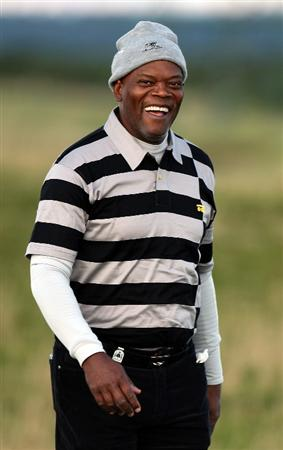 ST.ANDREWS, UNITED KINGDOM - SEPTEMBER 30:  Hollywood film actor Samuel L.Jackson during the practice round of The Alfred Dunhill Links Championship at The Old Course on September 30, 2008 in St.Andrews, Scotland.  (Photo by Ross Kinnaird/Getty Images)