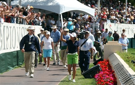 RANCHO MIRAGE, CA - APRIL 06:  Lorena Ochoa of Mexico walks the 'Walk of Champions' to the green at the 18th hole during the final round of the Kraft Nabisco Championship at the Mission Hills Country Club, on April 6, 2008 in Rancho Mirage, California.  (Photo by David Cannon/Getty Images)
