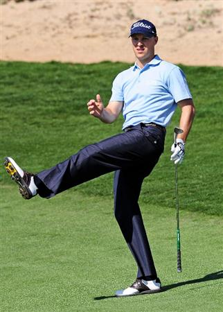 MARANA, AZ - FEBRUARY 18:  Ben Crane reacts to his chip shot on the 13th hole during round two of the Accenture Match Play Championship at the Ritz-Carlton Golf Club on February 18, 2010 in Marana, Arizona.  (Photo by Stuart Franklin/Getty Images)