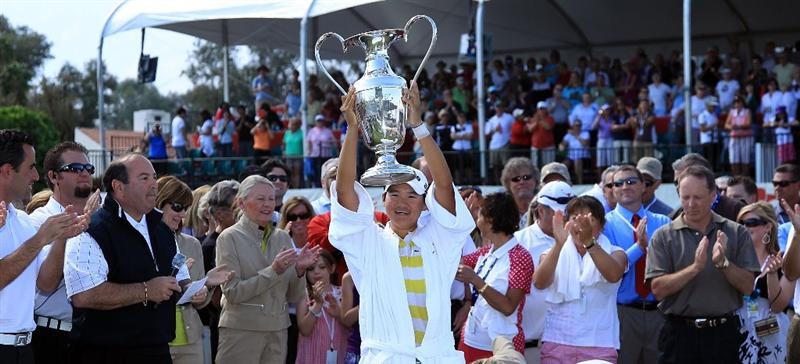 RANCHO MIRAGE, CA - APRIL 04:  Yani Tseng of Taiwan proudly holds the trophy after her one shot victory in the 2010 Kraft Nabisco Championship, on the Dinah Shore Course at The Mission Hills Country Club, on April 4, 2010 in Rancho Mirage, California.  (Photo by David Cannon/Getty Images)