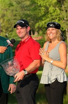 AUGUSTA, GA - APRIL 09:  Rory Sabbatini of South Africa and his wife Amy pose with the trophy after winning the Par 3 Contest prior to the start of the 2008 Masters Tournament at Augusta National Golf Club on April 9, 2008 in Augusta, Georgia.  (Photo by Harry How/Getty Images)