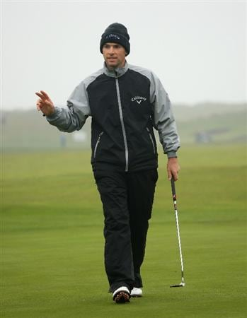 BALTRAY, IRELAND - MAY 15:  Oliver Wilson of England acknowledges the crowd on the ninth hole during the second round of The 3 Irish Open at County Louth Golf Club on May 15, 2009 in Baltray, Ireland.  (Photo by Andrew Redington/Getty Images)