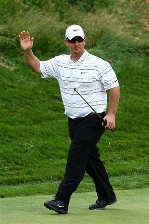 FARMINGDALE, NY - JUNE 22:  David Duval waves to the gallery after a birdie putt on the eighth green during the continuation of the final round of the 109th U.S. Open on the Black Course at Bethpage State Park on June 22, 2009 in Farmingdale, New York.  (Photo by Chris McGrath/Getty Images)