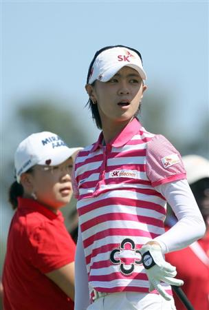 LA JOLLA, CA - SEPTEMBER 20: Na Yeon Choi of South Korea tees off the 2nd hole while Jiyai Shin looks on during the final round of the LPGA Samsung World Championship on September 20, 2009 at Torrey Pines Golf Course in La Jolla, California.  (Photo By Donald Miralle/Getty Images)
