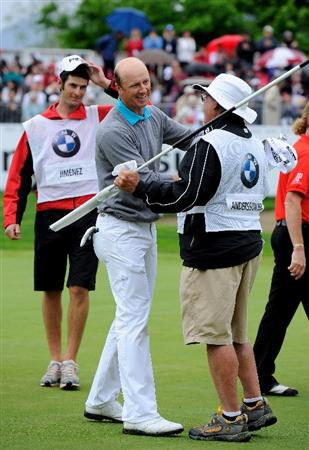 TURIN, ITALY - MAY 09:  Fredrik Andersson Hed of Sweden celebrates his win on the 18th hole with his caddie during the final round of the BMW Italian Open at Royal Park I Roveri on May 9, 2010 in Turin, Italy.  (Photo by Stuart Franklin/Getty Images)
