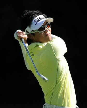 PACIFIC PALISADES, CA - FEBRUARY 17:  Ryuji Imada of Japan hits his second shot on the 12th hole during the first round of the Northern Trust Open at the Riviera Country Club on February 17, 2011 in Pacific Palisades, California.  (Photo by Harry How/Getty Images)