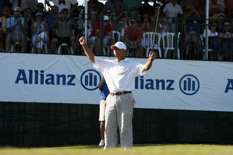 BOCA RATON, FL - FEBRUARY 15:  Mike Goodes celebrates his birdie putt on the 18th green to win the Allianz Championship at The Old Course at Broken Sound Club on February 15, 2009 in Boca Raton, Florida. Goodes finished with a score of 15 under par.  (Photo by Doug Benc/Getty Images)