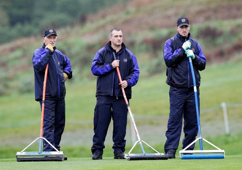 NEWPORT, WALES - SEPTEMBER 29:   Greenkeepers remove water from a green during a practice round prior to the 2010 Ryder Cup at the Celtic Manor Resort on September 29, 2010 in Newport, Wales. (Photo by Sam Greenwood/Getty Images)