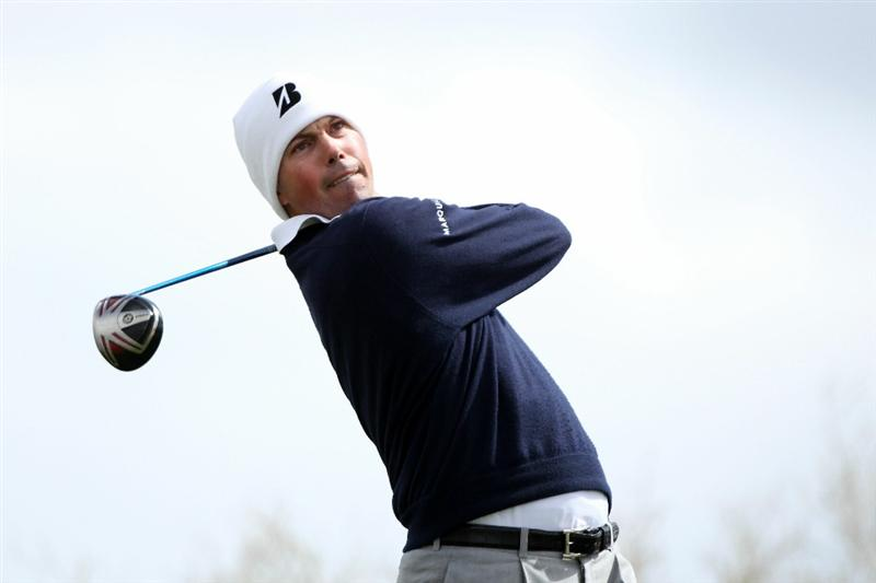 MARANA, AZ - FEBRUARY 27: Matt Kuchar hits his tee shot on the second hole during the final round of the Accenture Match Play Championship at the Ritz-Carlton Golf Club on February 27, 2011 in Marana, Arizona.  (Photo by Andy Lyons/Getty Images)