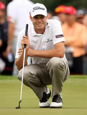 SHANGHAI, CHINA - NOVEMBER 07:  Nick Watney of the USA lines up a putt on the third hole during the third round of the WGC-HSBC Champions at Sheshan International Golf Club on November 7, 2009 in Shanghai, China.  (Photo by Andrew Redington/Getty Images)