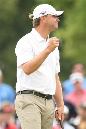 FARMINGDALE, NY - JUNE 22:  Lucas Glover celebrates his two-stroke victory on the 18th green at the 109th U.S. Open on the Black Course at Bethpage State Park on June 22, 2009 in Farmingdale, New York.  (Photo by Ross Kinnaird/Getty Images)