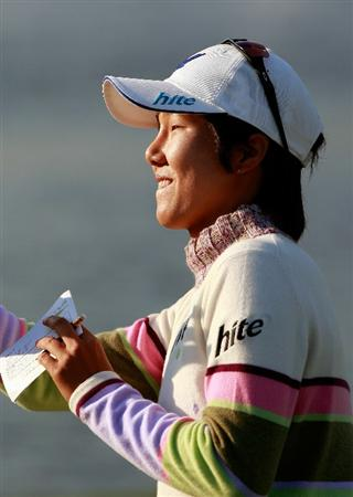 INCHEON, SOUTH KOREA - OCTOBER 30:  Kim Song-Hee of South Korea on the 18th hole during the 2010 LPGA Hana Bank Championship at Sky 72 Golf Club on October 30, 2010 in Incheon, South Korea.  (Photo by Chung Sung-Jun/Getty Images)