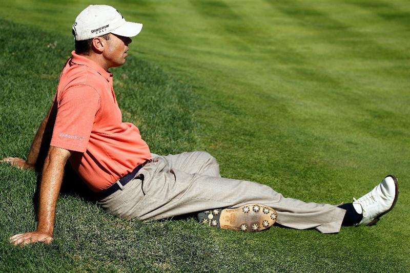 LEMONT, IL - SEPTEMBER 10:  Matt Kuchar sits on on the fringe of the 11th green for Charley Hoffman to putt during the second round of the BMW Championship at Cog Hill Golf & Country Club on September 10, 2010 in Lemont, Illinois. Kuchar is battling laryngitis.  (Photo by Scott Halleran/Getty Images)