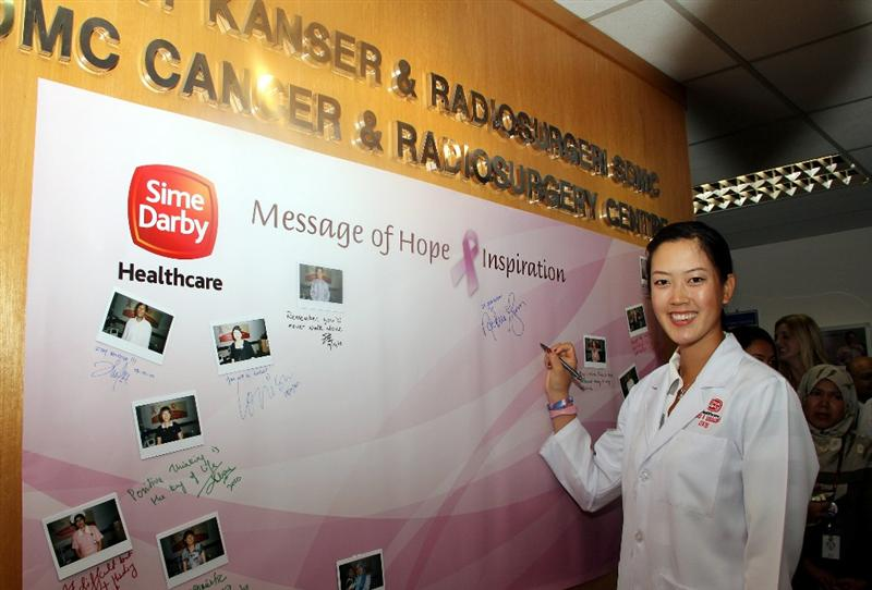 KUALA LUMPUR, MALAYSIA - OCTOBER 19 : Michelle Wie of USA signs her autograph on the message of hope for cancer board during the Sime Darby LPGA Charity visit to the Subang Medical Centre on October 19, 2010 in Kuala Lumpur, Malaysia (Photo by Stanley Chou/Getty Images)