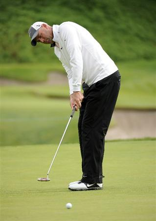 PACIFIC PALISADES, CA - FEBRUARY 19:  Stewart Cink putts on the 16th green during the third round of the Northern Trust Open at the Riviera Contry Club on February 19, 2011 in Pacific Palisades, California.  (Photo by Harry How/Getty Images)