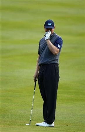 VIRGINIA WATER, ENGLAND - MAY 26:  Ernie Els of South Africa  reacts to chip onto the 17th green during the first round of the BMW PGA Championship at Wentworth Club on May 26, 2011 in Virginia Water, England.  (Photo by Richard Heathcote/Getty Images)