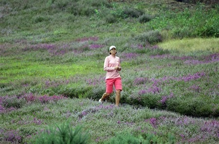 SUNNINGDALE, UNITED KINGDOM - AUGUST 01:  Juli Inkster of the USA walks through the heather at the 13th hole during the second round of the 2008  Ricoh Women's British Open Championship held on the Old Course at Sunningdale Golf Club on August 1, 2008 in Sunningdale, England.  (Photo by David Cannon/Getty Images)
