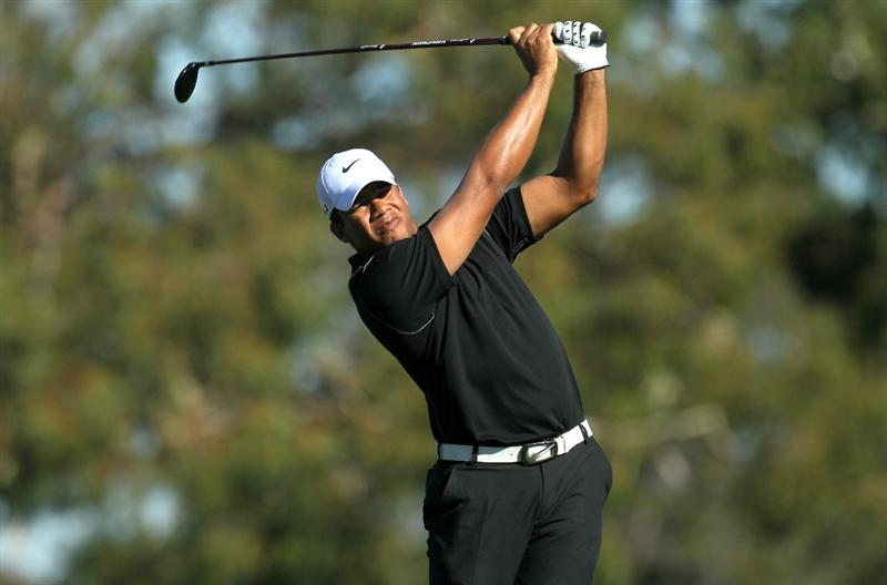 LA JOLLA, CA - JANUARY 28:  Jhonattan Vegas of Venezuela hits his tee shot on the second hole during round two of the Farmers Insurance Open at Torrey Pines South Course on January 28, 2011 in La Jolla, California.  (Photo by Stephen Dunn/Getty Images)