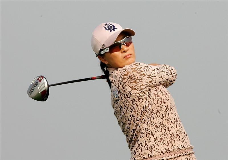 INCHEON, SOUTH KOREA - OCTOBER 30:  Se-Ri Pak of South Korea hits a teeshot in the 6th hole during round one of Hana Bank Kolon Championship at Sky 72 Golf Club on October 30, 2009 in Incheon, South Korea.  (Photo by Chung Sung-Jun/Getty Images)