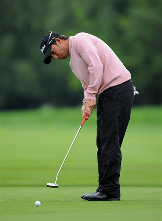 MUNICH, GERMANY - JUNE 24:  Pablo Larrazabal of Spain putting during the Pro - am prior to The BMW International Open Golf at The Munich North Eichenried Golf Club on June 24, 2009, in Munich, Germany.  (Photo by Stuart Franklin/Getty Images)