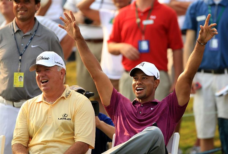 PONTE VEDRA BEACH, FL - MAY 11:  Tiger Woods (R) and Mark O'Meara (L) react to a shot by caddie Steve Williams (not pictured) for the 'Caddie Challenge' on the 17th hole during a practice round prior to the start of THE PLAYERS Championship held at THE PLAYERS Stadium course at TPC Sawgrass on May 11, 2011 in Ponte Vedra Beach, Florida.  (Photo by Streeter Lecka/Getty Images)