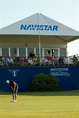PRATTVILLE, AL - OCTOBER 8: Katherine Hull of Australia putts at the 18th hole during the second round of the Navistar LPGA Classic at the Senator Course at the Robert Trent Jones Golf Trail  on October 8, 2010 in Prattville, Alabama. (Photo by Darren Carroll/Getty Images)