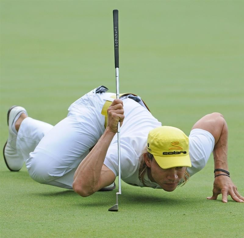 ST. LOUIS - SEPTEMBER 07 : Camilo Villegas lines up a birdie putt on the 10th hole  during the fourth and final round  of the BMW Championship held at Bellerive Country Club on September 7, 2008 in St. Louis, Missouri. (Photo by Marc Feldman/Getty Images)