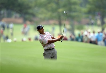 AUGUSTA, GA - APRIL 10:  Tiger Woods hits his second shot on the fourth hole during the first round of the 2008 Masters Tournament at Augusta National Golf Club on April 10, 2008 in Augusta, Georgia.  (Photo by David Cannon/Getty Images)