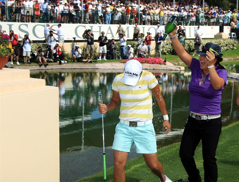 RANCHO MIRAGE, CA - APRIL 04:  Yani Tseng of Taiwan is chased by fellow LPGA player Christina Kim after holing the winning putt on the 18th green during the final round of the 2010 Kraft Nabisco Championship, on the Dinah Shore Course at The Mission Hills Country Club, on April 4, 2010 in Rancho Mirage, California.  (Photo by David Cannon/Getty Images)